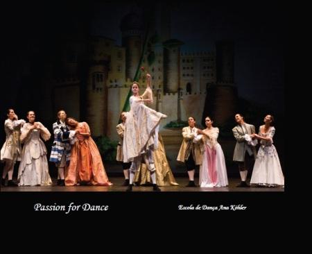 Um livro de fotografias dos espectáculos de Dança da Escola Ana Köhler